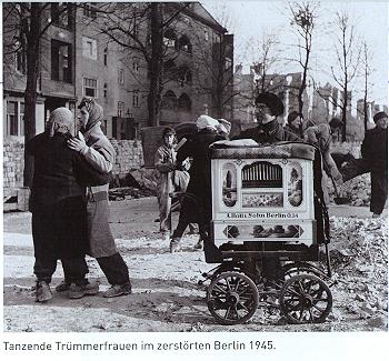 Berlin 1945 (aus: Emma)