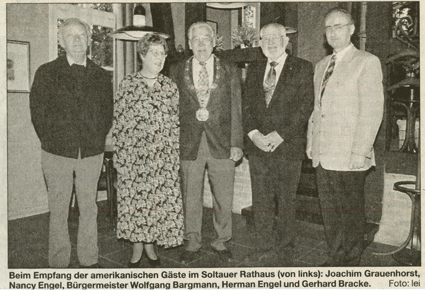 v.l.: Joachim Grauenhorst, Nancy Engel, Bürgermeister Wolfgang Bargmann, Herman Engel, Gerhard Bracke