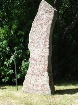 Runenstein auf dem Kirchhof von Ledberg