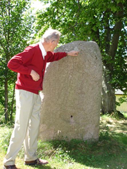 Dr. Tempel an einem Stein, Schloß Krageholm Ystad
