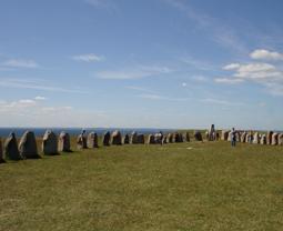Steinsetzung in Schiffsform bei Kaseberga an der Südküste Schwedens